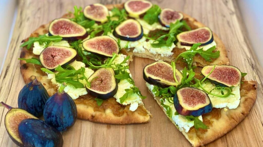 Fig, Caramelized Onion and Goat Cheese Flatbread Pizza
